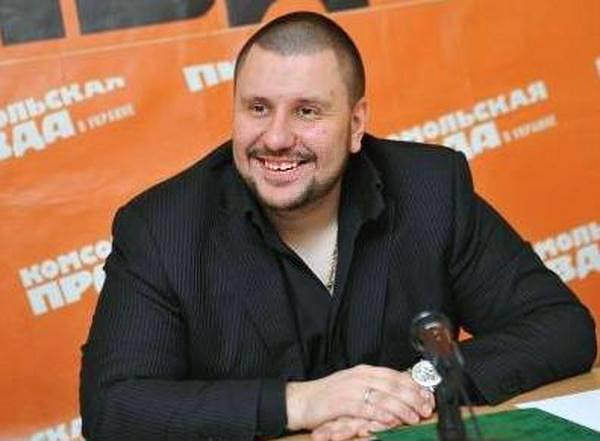 Александр Клименко хочет сбежать от «семьи» в Украину