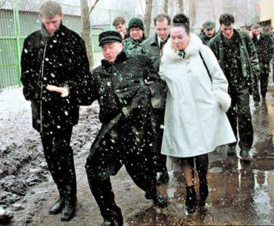 Высотку в Сочи, незаконно построенную по заказу фирмы жены Жириновского, от сноса спасла его челобитная Путину