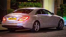 Студентка из России шокировала Лондон, обклеив свой Mercedes миллионом страз