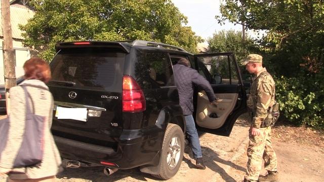 Донецкий губернатор ездит на дорогом авто: опубликовано видео