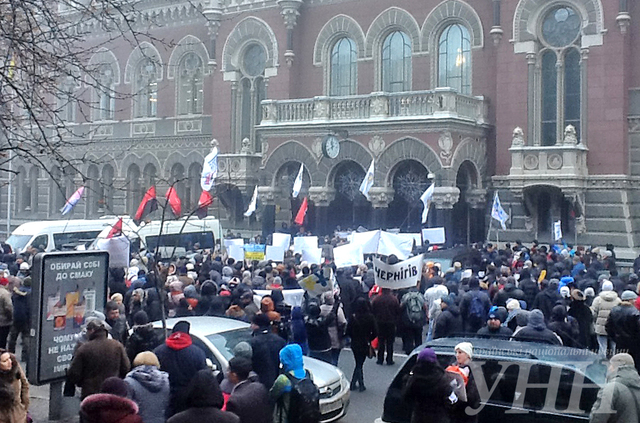 Милиция в Киеве дубинками жестко разогнала Финансовый Майдан