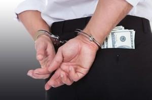 Чиновник взял $ 4 тыс. за растаможку 100 тонн свинины. Суд спас от тюрьмы
