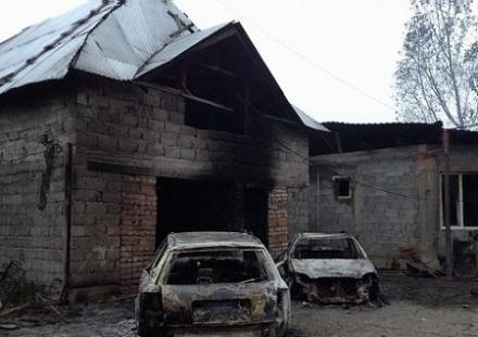 В Мукачево из пепелища дома цыганского наркобарона-убийцы выгребают оружие