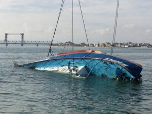 Спасатели подняли затонувшую «Иволгу», обнаружены тела погибших