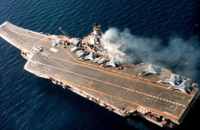 ПРОВАЛ АВИАНОСЦА ВМФ ПОСТАВИЛ КРЕСТ НА НЕПОБЕДИМОСТИ РОССИИ
