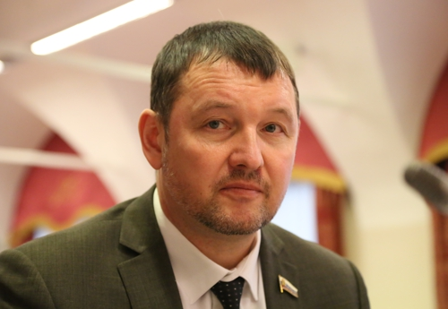 Депутат Окладников по-прежнему занимается бизнесом?