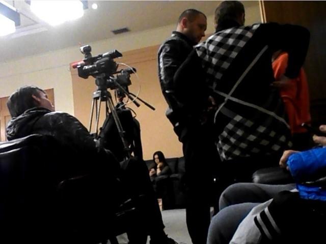"""Скандальну голову Дніпропетровської ТВК охороняють """"спортивні журналісти"""""""