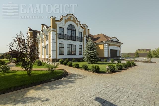 Настоятель Киево-Печерской лавры выставил на продажу дворец за 1,3 млн долларов