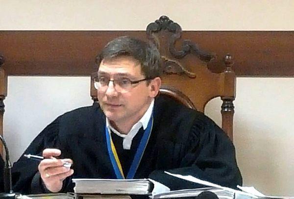 Судья-заказушник Александр Кияшко: в «черном списке» на западе, в почете — среди коллег