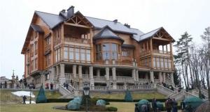Перед побегом Януковичу предлагали сжечь Межигорье