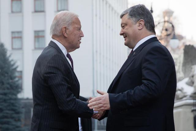 Начались переговоры Байдена и Порошенко, — Цеголко
