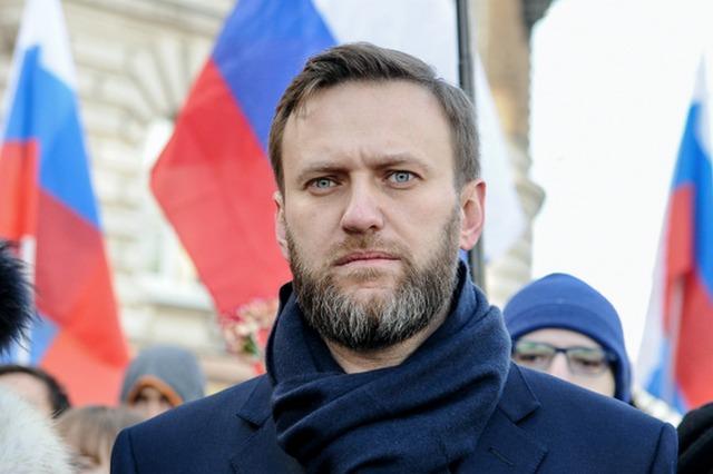 Приставы доставили Алексея Навального в Киров