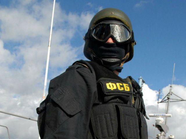 Экс-офицер ФСБ назвал три способа вербовки стукачей Кремлем