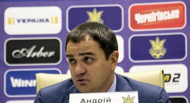 Главный футбольный чиновник Украины не имеет своего жилья и авто