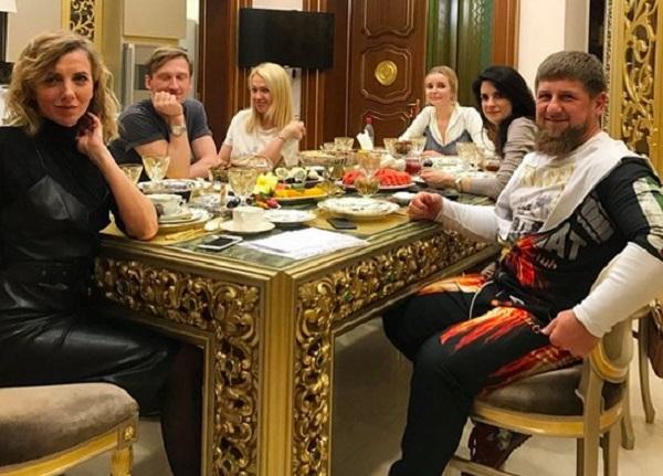 На показ дочери Кадырова в Грозном собрали столичную модную тусовку, несмотря на неделю моды в Париже