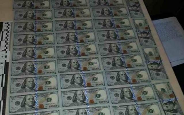В кабинете мэра Олешек СБУ обнаружила крупную сумму денег