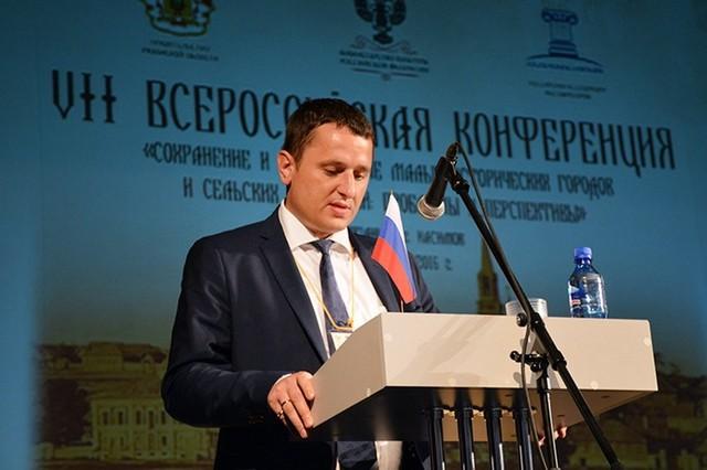 Сын замдиректора «Эрмитажа» покидает пост главы департамента Минкультуры РФ в связи с уголовным делом отца