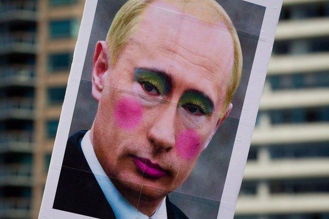 В России изображение Путина с макияжем стало экстремистским материалом