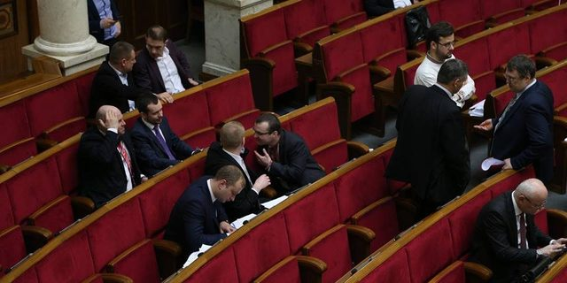 Зачем украинцам кормить 450 бля#ей в Верховной Раде? Хватит 4 подонка с каждой фракции
