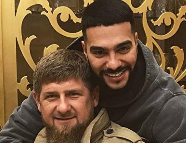 Певец Тимати прославил самолет Кадырова