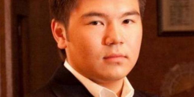 Айсултан Назарбаев: три миллиона долларов на авто, и десять- на артистов