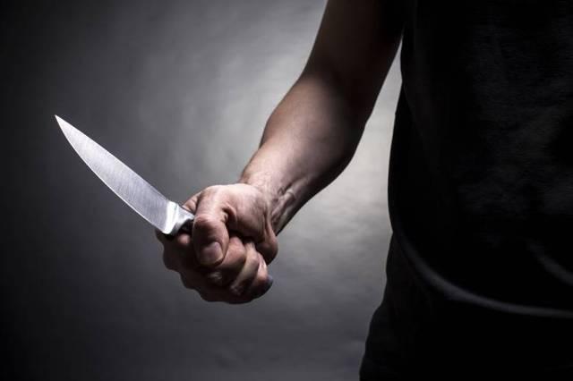 В Москве неизвестные порезали ножом 18-летнюю девушку-полицейского