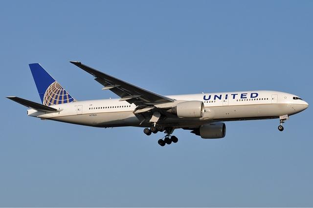 """""""Должны заплатить за это"""": в Китае жестко осудили инцидент на борту United Airlines"""