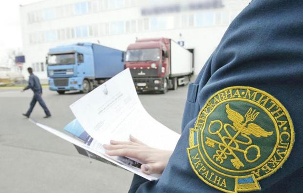 Киевским таможенникам светит до 10 лет за мздоимство при оформлении груза сухофруктов