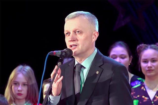 Мэр уральского города посвятил жертвам теракта «зажигательный смех»