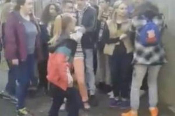 Лидер группы черниговских подростков, избивавшая школьниц, попросила прощения у своих жертв