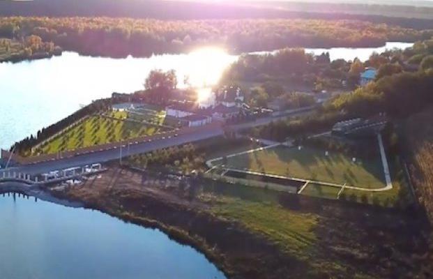 Дворцы в Кропивницком: чиновники дерибанят заповедные леса и перекрывают доступ к воде