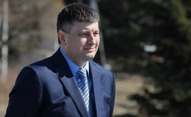 ФСБ задержала в Шереметьево иркутского министра Сергея Шеверду