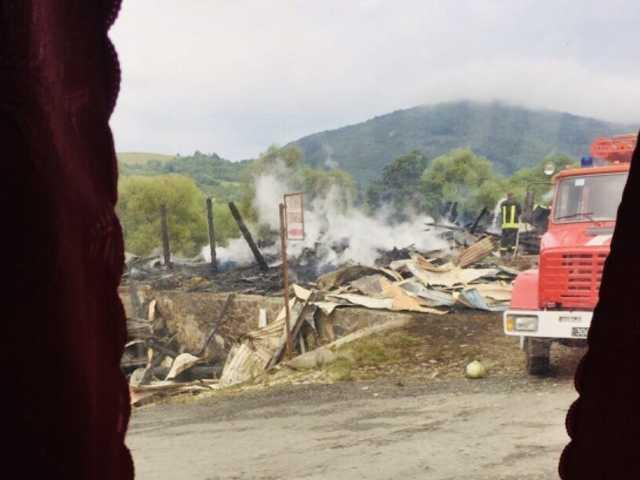 На Закарпатье сожгли отель и автомойку депутата