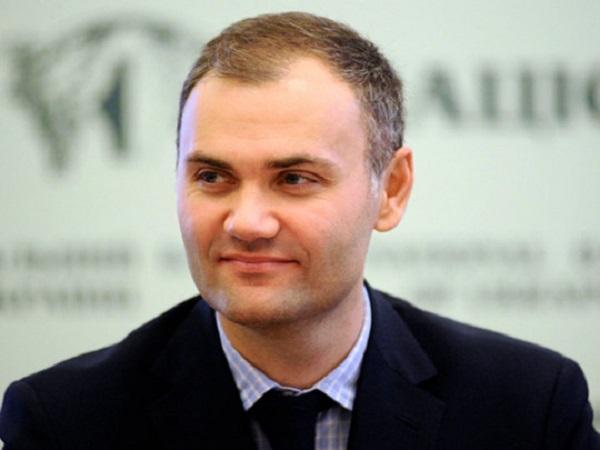 Министр времен Януковича неожиданно засветился в Киеве: в сеть попало фото