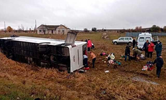 МЧС сообщило о 20 пострадавших при опрокидывании автобуса в Нижегородской области