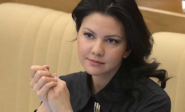Дипломаты РФ в Нью-Йорке проводят депутата Юмашеву на обратный рейс