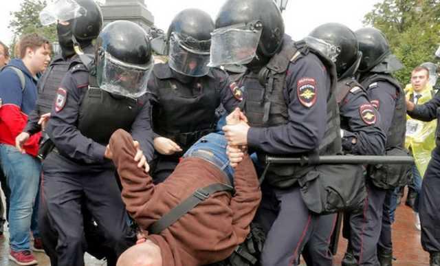 СМИ подсчитали оплату смен полицейских при разгоне митингов в Москве