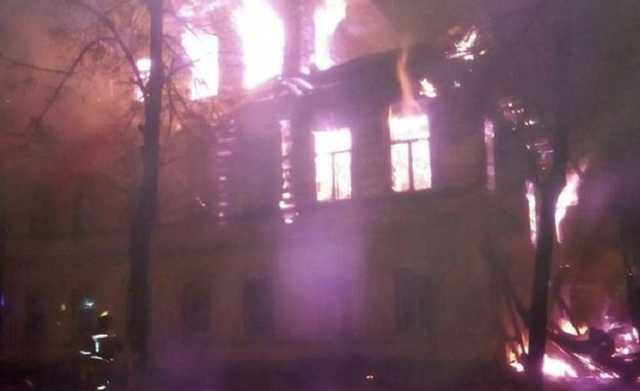 Пять детей и двое взрослых погибли в пожаре под Ярославлем. Видео с места трагедии