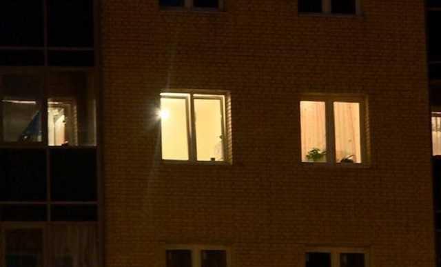 В Петербурге с 15 этажа выпала афроамериканка. Там проходил рейд по борделям