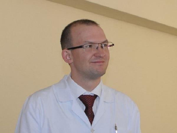 Уволенный главврач южноуральской больницы, в которой пациентку умыли тряпкой, отдавал контакты бизнес-партнерам своей семьи
