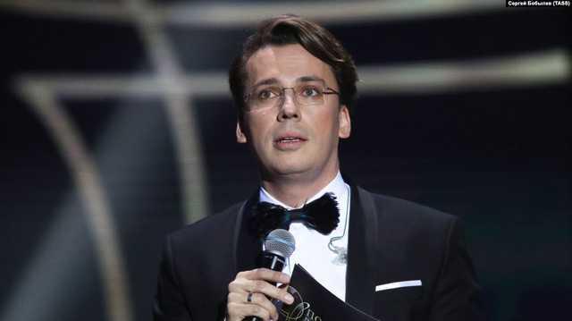 На концерте в Новосибирске Максим Галкин высмеял ТВ и Путина