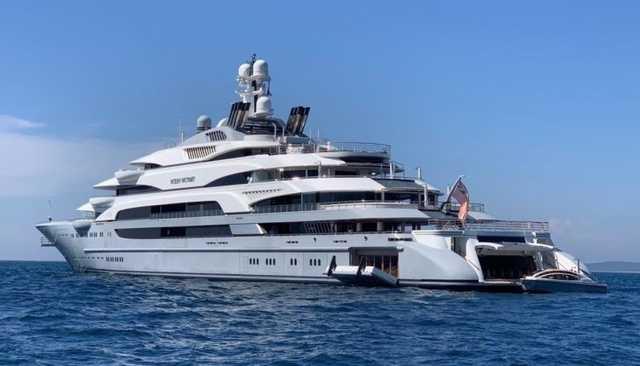 Forbes составил рейтинг яхт российских олигархов. Судно владельца ММК Рашникова заняло в нем четвертую строчку