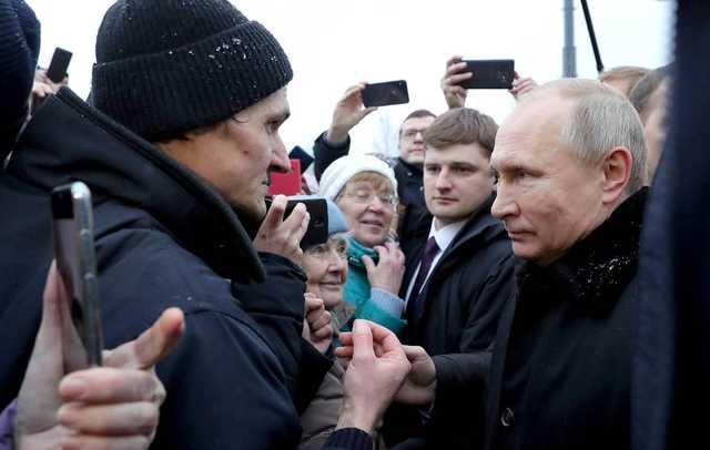 Путин посоветовал жителям Петербурга подумать о себе, а не об Украине