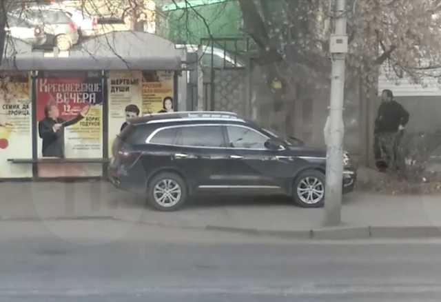 Припарковавшийся на автобусной остановке священник придумал себе оправдание