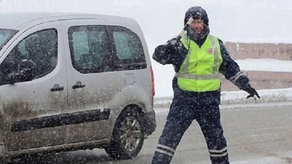 На российской трассе перевернулся автобус с пассажирами