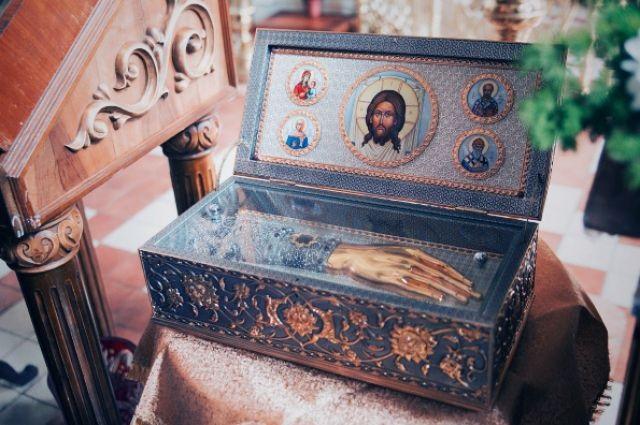 В Севастополе врач послал пациентку лечиться к святым мощам