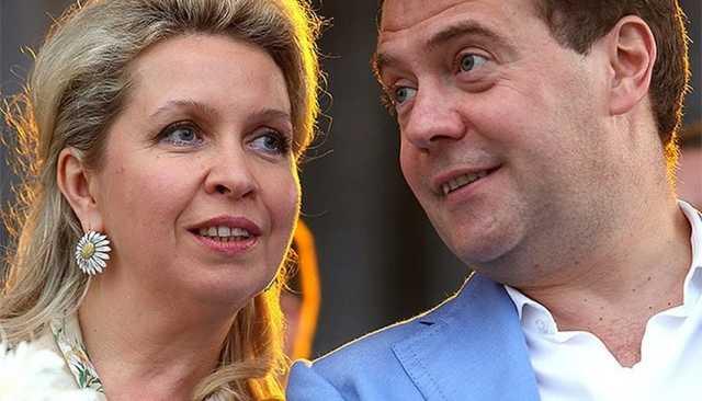 Пресс-секретарь Медведева заявил, что супруга премьера путешествует за личные средства