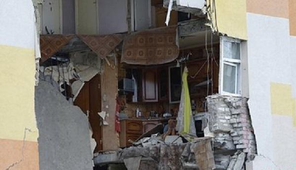В квартире россиян выбило стекла взрывом газа