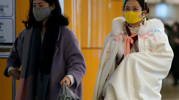 Все закрыто, с воздуха распыляют химикаты. Как живут люди в эпицентре коронавируса