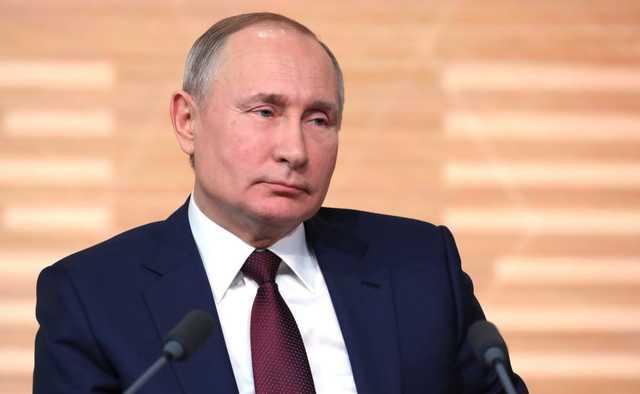 Рейтинг доверия Путину упал в два раза. Медведева не любят еще больше